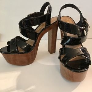 Pour la Victoire Gisela Black Patent Wood Sandals